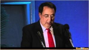 AMSAC president Joaquin Rojo de la Vega Ulloa speaking at 2011 AMSAC meeting. /Mundo Minero